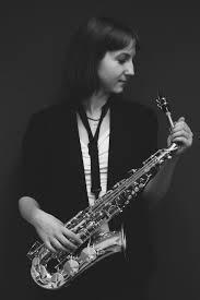 Maria Anisimova mit Saxophon
